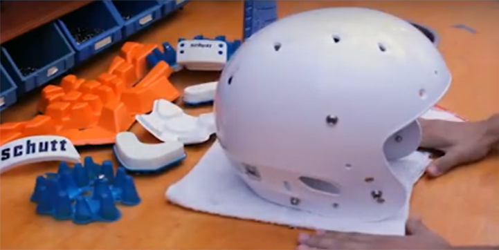 Como limpar e conservar o capacete de futebol americano